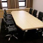 Neuvottelupöytä koivu
