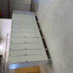 Harmaa 2-ovinen pukukaappi (käytetty)